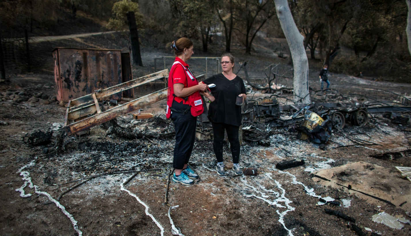 volunteer-speaks-to-woman-after-wildfire-1428x820.jpg.img